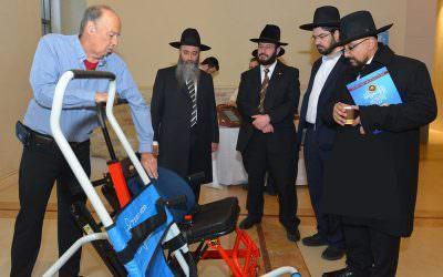 הכסא המוביל בכנס העולמי השנתי של רבני העדה הבוכרית
